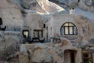 03-cavehotel